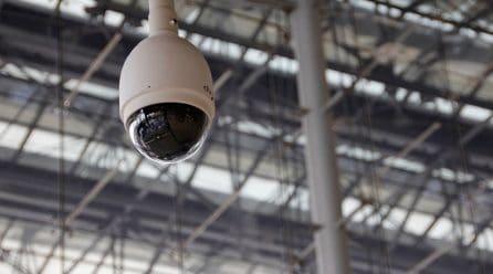 Surveiller sa maison avec une caméra connectée : c'est toute l'année !