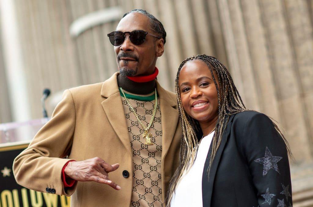 Quel est l'âge de Snoop Dogg, et est-il plus âgé que sa femme, Shante Broadus?