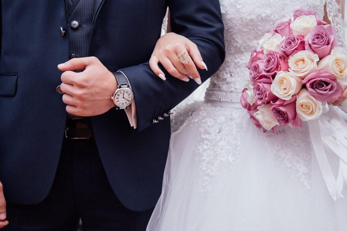 3 bonnes raisons de choisir le faire-part de mariage jaune pour votre thème estival