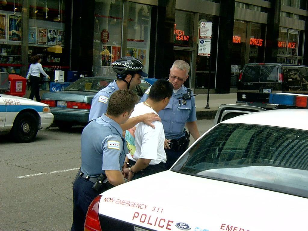 Deux suspects arrêtés après l'attaque d'une femme par de faux livreurs de pizza