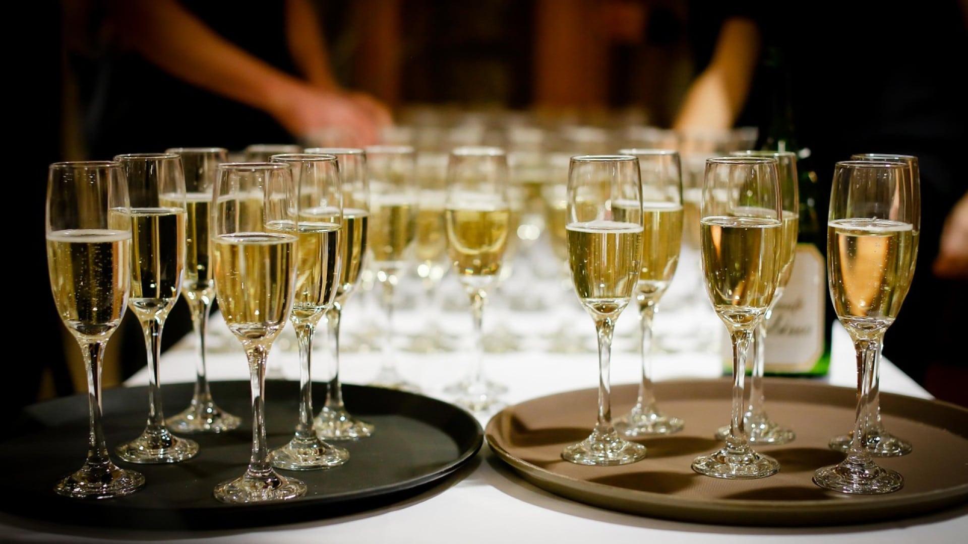 Des seaux à champagne efficaces, abordables et élégants