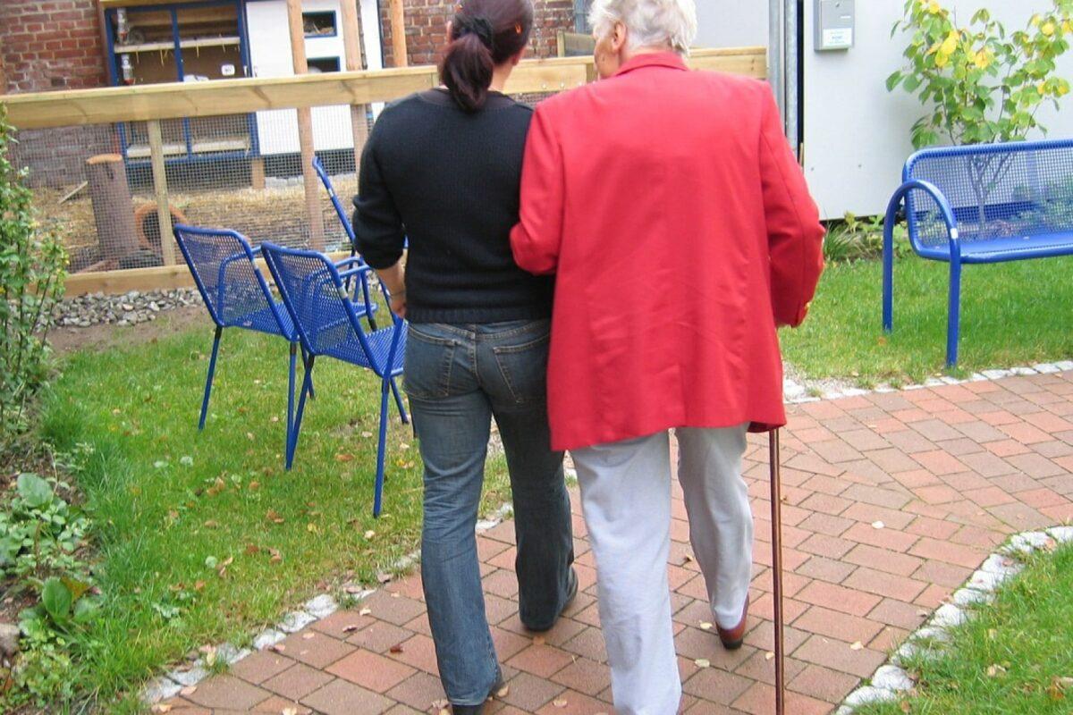 Aide ménagère pour personne âgée: comment en bénéficier?