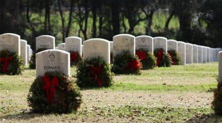 Pourquoi choisir une plaque funéraire en plexiglass ?