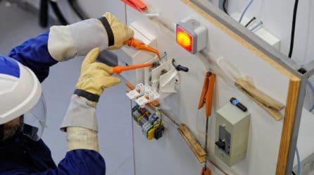L'habilitation électrique est-elle obligatoire pour changer une ampoule ?