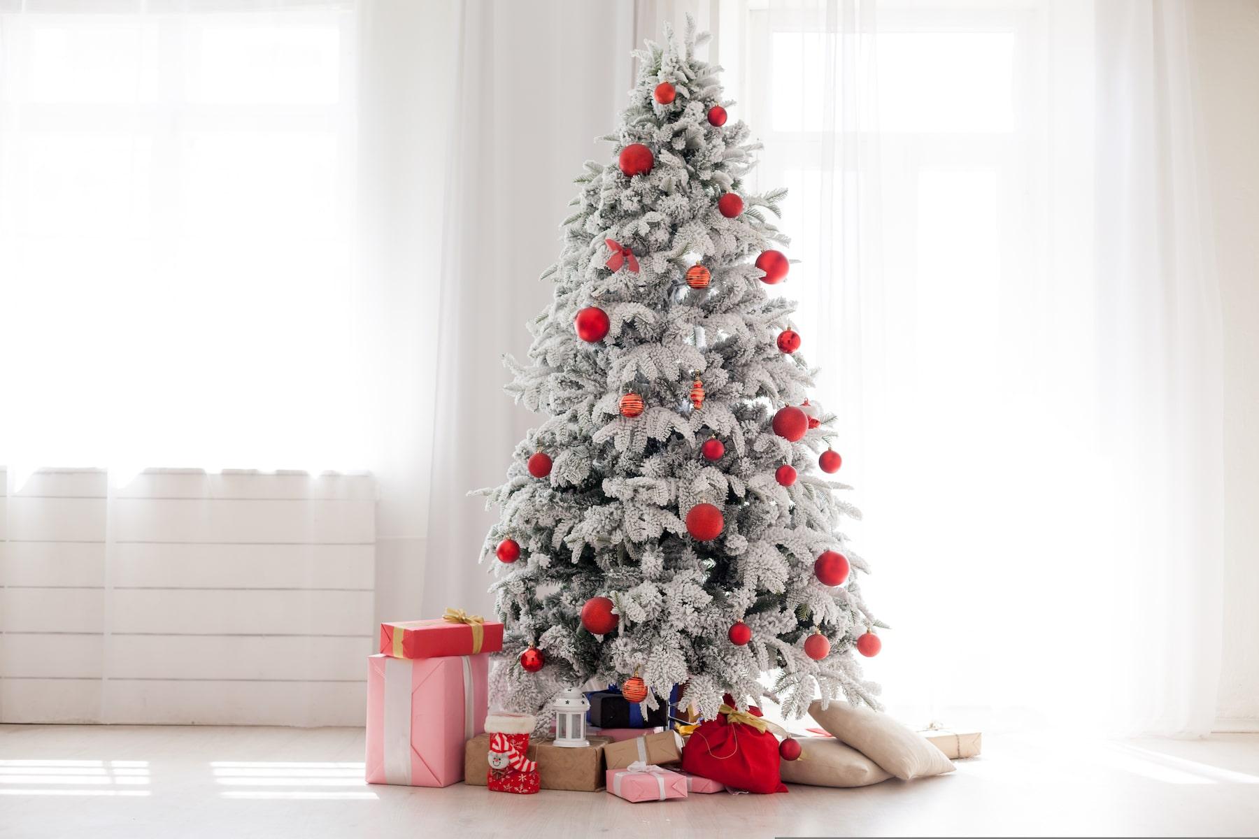 Comment décorer un sapin de Noël avec des rubans?