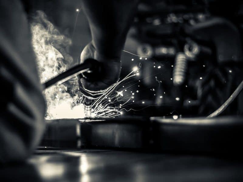 Réussir la réparation d'une surface métallique trouée ou rouillée